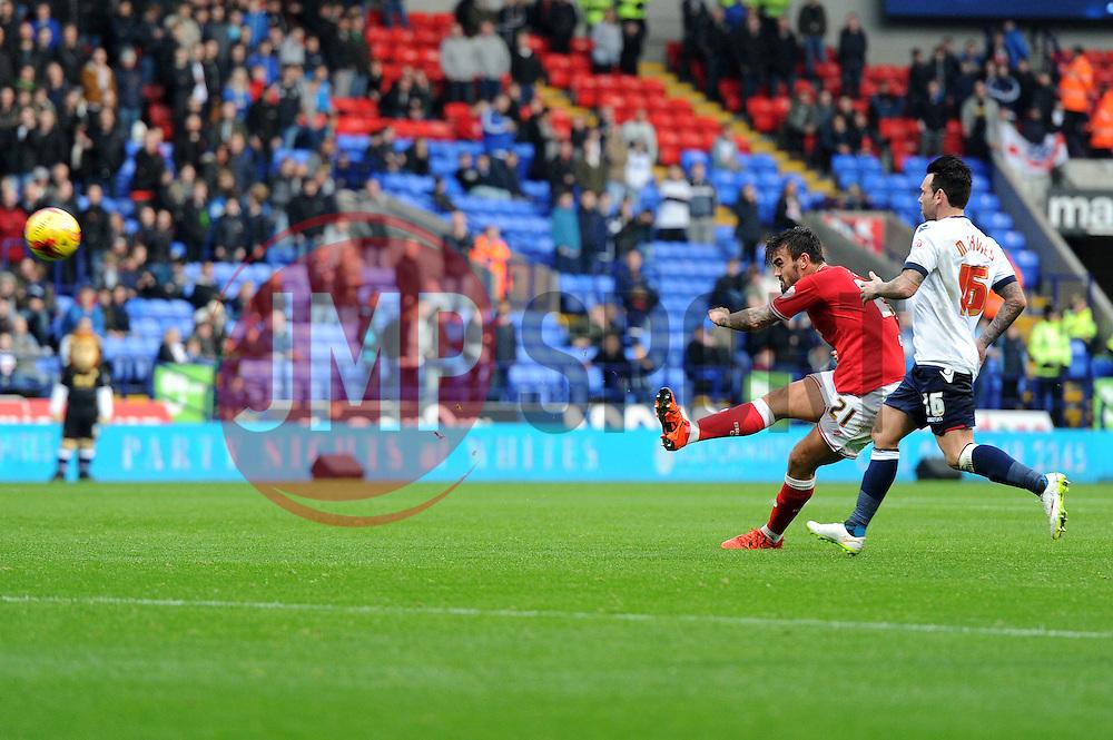 Marlon Pack of Bristol City takes a shot at goal - Mandatory byline: Dougie Allward/JMP - 07966 386802 - 07/11/2015 - FOOTBALL - Macron Stadium - Bolton, England - Bolton Wanderers v Bristol City - Sky Bet Championship