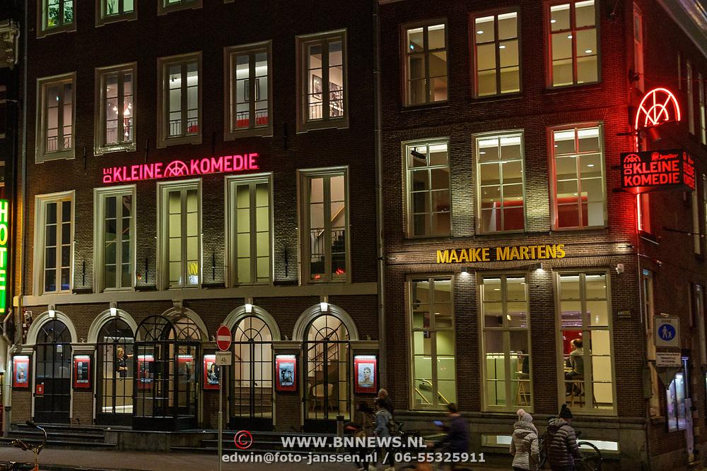 NLD/Amsterdam/20190107 - Theater de Kleine Komedie,  is een  in Amsterdam gelegen aan de Amstel en werd gebouwd in 1786. Het is het oudste theater van Amsterdam en biedt plaats aan 503 toeschouwers. Sinds de jaren '80 is het theater uitgegroeid tot 'de cabarettempel van Nederland'.