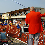 Arenagames 2004, 800 meter heren, <br /> start, starter, pistool