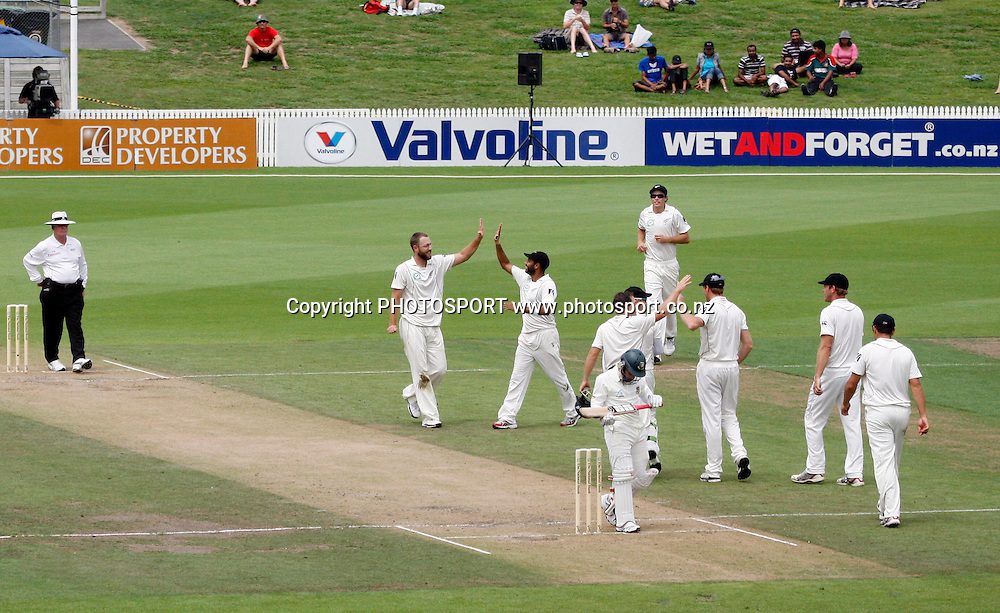 New Zealand's Daniel Vettori a wicket. Mushfiqur Rahim, Guptill b Vettori. <br />