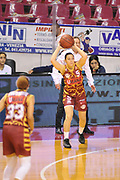 DESCRIZIONE : Venezia Lega A Femminile 2015-16 Umana Reyer Venezia - Umbertide<br /> GIOCATORE : debora carangelo<br /> CATEGORIA : Passaggio<br /> SQUADRA :  Umana Reyer Venezia - Umbertide<br /> EVENTO : Campionato Lega A 2015-2016 <br /> GARA : Umana Reyer Venezia - Umbertine<br /> DATA : 25/10/2015 <br /> SPORT : Pallacanestro <br /> AUTORE : Agenzia Ciamillo-Castoria/M.Gregolin<br /> Galleria : Lega Basket A 2015-2016 <br /> Fotonotizia : Venezia Lega A Femminile 2015-16 Umana Reyer Venezia - Umbertide