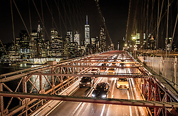 THEMENBILD - Die Brooklyn Bridge ist eine Schraegseil- und Haengebruecke in New York City und ist eine der aeltesten Bruecken dieses Typs in Amerika. Fertiggestellt 1883, verbindet sie Manhattan mit Brooklyn ueber den East River, im Bild die Strasse fuer Autos mit der Skyline von Manhattan, Aufgenommen am 28. August 2016 // The Brooklyn Bridge is a hybrid cable-stayed/suspension bridge in New York City and is one of the oldest bridges of either type in the United States. Completed in 1883, it connects the boroughs of Manhattan and Brooklyn by spanning the East River. This picture shows the roadway with with the skyline of Manhattan, New York City, United States on 2016/08/28. EXPA Pictures © 2016, PhotoCredit: EXPA/ Sebastian Pucher