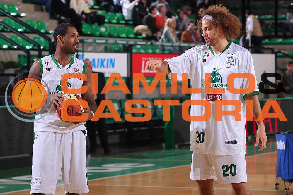 DESCRIZIONE : Treviso Lega A1 2007-08 Benetton Treviso Montepaschi Siena <br /> GIOCATORE : Bootsy Thornton Shaun Stonerook <br /> SQUADRA : Montepaschi Siena <br /> EVENTO : Campionato Lega A1 2007-2008 <br /> GARA : Benetton Treviso Montepaschi Siena <br /> DATA : 22/03/2008 <br /> CATEGORIA : Ritratto <br /> SPORT : Pallacanestro <br /> AUTORE : Agenzia Ciamillo-Castoria/S.Silvestri