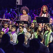 NLD/Amsterdam/20160309 - Koningin Maxima aanwezig bij 10 jarig bestaan Leerorkest Lustrumconcert, optreden operazangeres Tania Kross en Natalie la Rose