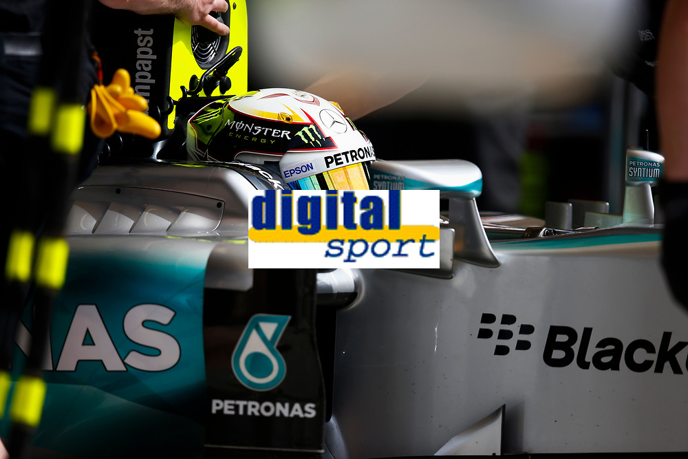 HAMILTON lewis (gbr) mercedes gp mgp w06 ambiance during 2015 Formula 1 FIA world championship, Bahrain Grand Prix, at Sakhir from April 16 to 19th. Photo Florent Gooden / DPPI