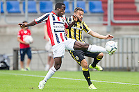 TILBURG - Willem II - Vitesse , Voetbal , Seizoen 2015/2016 , Eredivisie , Koning Willem II Stadion , 09-08-2015 , Willem II speler Lesly de Sa (l) in duel met Vitesse speler Rochdi Achenteh (r)