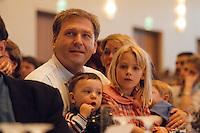 09.05.1998, Germany/Köln:<br /> Michael Vesper, B90/Grüne, Bauminister Nordrhein-Westfalen, mit seinen Kindern, Wahlkampfauftrakt der NRW-Grünen, Gürzenich<br /> IMAGE: 19980509-01/01-08