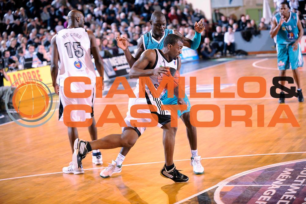 DESCRIZIONE : Ligue France Pro B Limoges Pau <br /> GIOCATORE : Darby Brent Mendy Antoine<br /> SQUADRA : Limoges<br /> EVENTO : FRANCE Ligue  Pro B 2009-2010<br /> GARA : Limoges Pau<br /> DATA : 29/01/2010<br /> CATEGORIA : Basketball Pro B Action<br /> SPORT : Basketball<br /> AUTORE : JF Molliere par Agenzia Ciamillo-Castoria <br /> Galleria : France Ligue Pro B 2009-2010 <br /> Fotonotizia : France  Ligue France Pro B 2009-2010 Limoges Pau<br /> Predefinita :