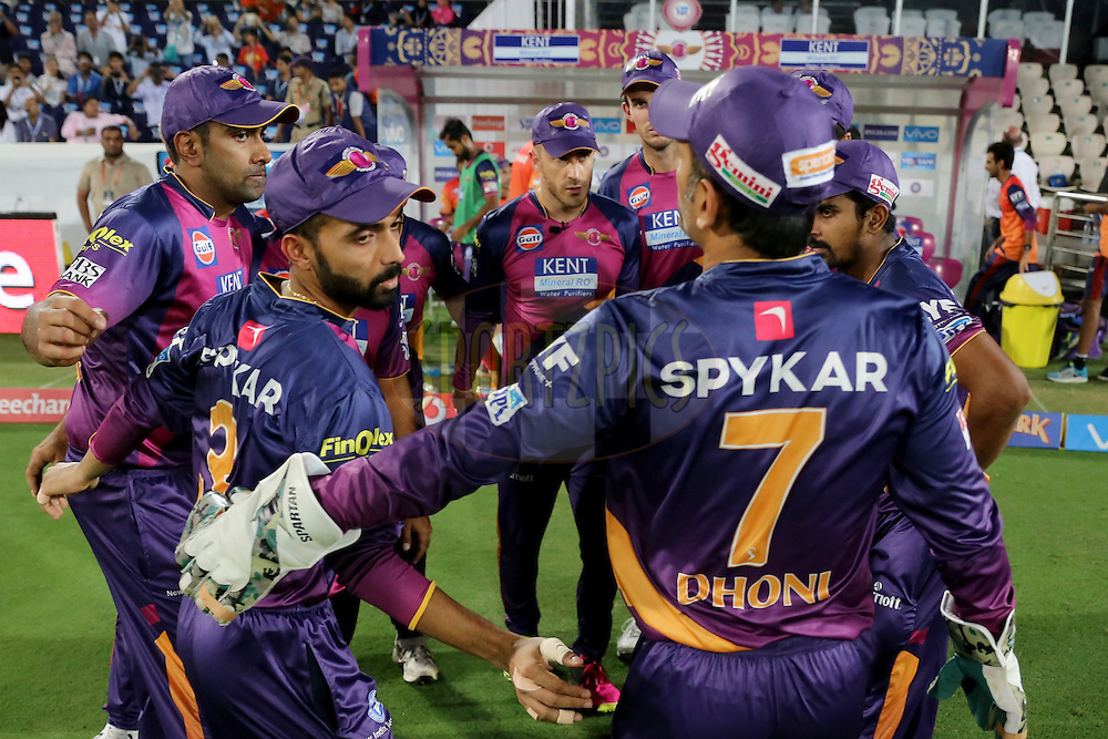 Raising Pune Supergiants skipper MS Dhoni discussing with teammates during match 22 of the Vivo IPL 2016 (Indian Premier League ) between the Sunrisers Hyderabad and the Rising Pune Supergiants held at the Rajiv Gandhi Intl. Cricket Stadium, Hyderabad on the 26th April 2016<br /> <br /> Photo by Faheem Hussain / IPL/ SPORTZPICS
