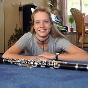 Martine Kruisbeek Hagedis 9 Huizen winnares met de klarinet Rodesteen en Partners vriendenprijs 2002