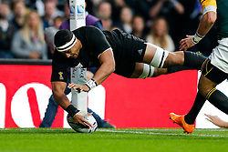 New Zealand Flanker Jerome Kaino breaks to score the opening try of the match - Mandatory byline: Rogan Thomson/JMP - 07966 386802 - 24/10/2015 - RUGBY UNION - Twickenham Stadium - London, England - South Africa v Wales - Rugby World Cup 2015 Semi Finals.