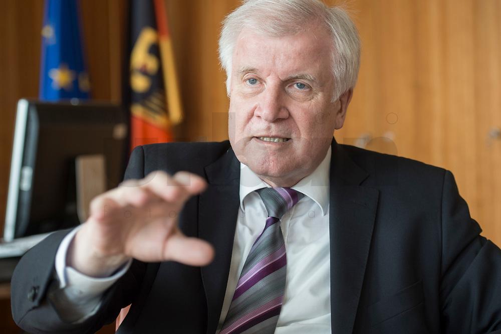20 JUN 2018, BERLIN/GERMANY:<br /> Horst Seehofer, CSU, Bundesinnenminister, waehrend einem Interview, in seinem Buero, Bundesministerium des Inneren<br /> IMAGE: 20180620-02-008<br /> KEYWORDS: Büro