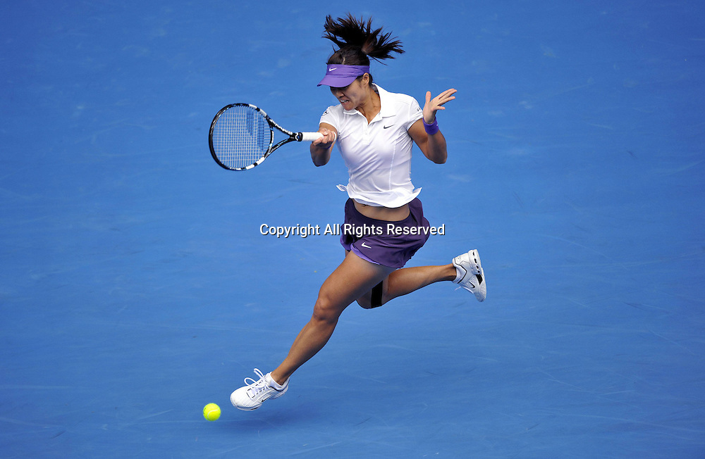 18.01.2013 Melbourne, Australia. Li Na of China hits a return during her third round women s singles match against Sorana Cirstea of Romania on the fifth day of 2013 Australian Open tennis tournament.