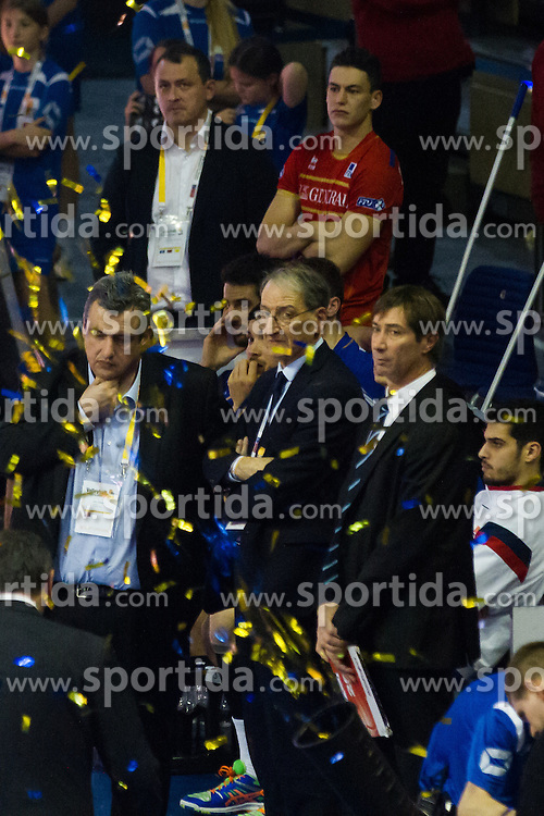 10.01.2016, Max Schmeling Halle, Berlin, GER, CEV Olympia Qualifikation, Frankreich vs Russland, Finale, im Bild JeniaGrebennikov (#2, FRA) and Laurent Tillie (Coach, FRA) // during 2016 CEV Volleyball European Olympic Qualification Final Match between France and Russia at the Max Schmeling Halle in Berlin, Germany on 2016/01/10. EXPA Pictures © 2016, PhotoCredit: EXPA/ Eibner-Pressefoto/ Wuechner<br /> <br /> *****ATTENTION - OUT of GER*****
