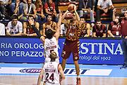 DESCRIZIONE : Supercoppa 2015 Semifinale Olimpia EA7 Emporio Armani Milano - Umana Reyer Venezia<br /> GIOCATORE : Tomas Ress<br /> CATEGORIA : Tiro Tre Punti Three Point Ritardo<br /> SQUADRA : Umana Reyer Venezia<br /> EVENTO : Supercoppa 2015<br /> GARA : Olimpia EA7 Emporio Armani Milano - Umana Reyer Venezia<br /> DATA : 26/09/2015<br /> SPORT : Pallacanestro <br /> AUTORE : Agenzia Ciamillo-Castoria/GiulioCiamillo