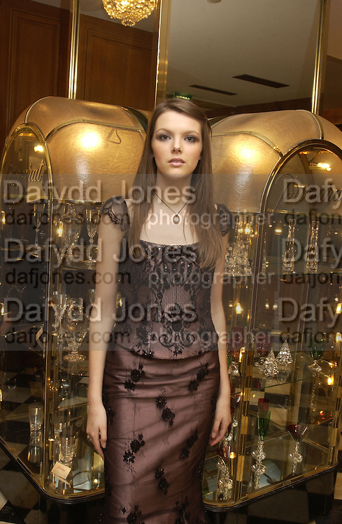 Genevieve Chapman. Crillon Debutantes Ball 2002. Paris. 7 December 2002. © Copyright Photograph by Dafydd Jones 66 Stockwell Park Rd. London SW9 0DA Tel 020 7733 0108 www.dafjones.com