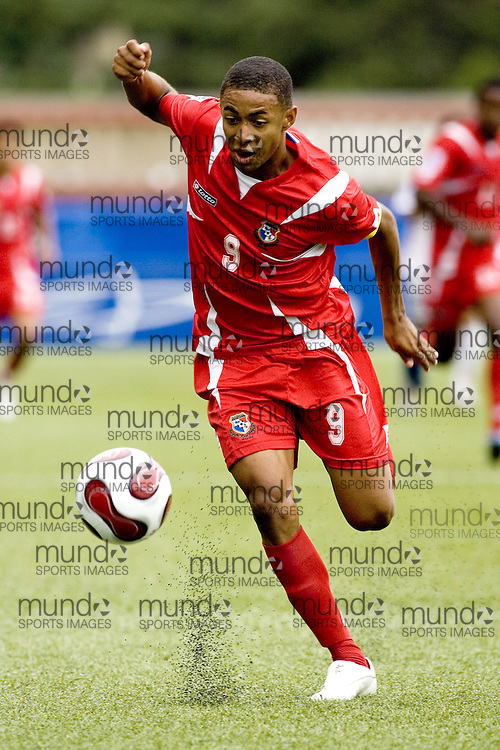 30 June 2007 (Ottawa) -- People's Republic of Korea (PRK) versus Panama (PAN) group stage game in the FIFA U-20 World Cup Canada 2007...Gabriel Torres of Panama chases the ball against North Korea...Photo credit Sean Burges/Mundo Sport Images.