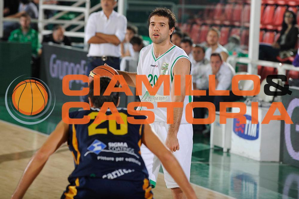 DESCRIZIONE : Avellino Lega A 2009-10 Torneo Vito Lepore Air Avellino Sigma Coatings Montegranaro<br /> GIOCATORE : Antonio Porta<br /> SQUADRA : Air Avellino<br /> EVENTO : Campionato Lega A 2009-2010<br /> GARA : Air Avellino Sigma Coatings Montegranaro<br /> DATA : 03/10/2009<br /> CATEGORIA : palleggio<br /> SPORT : Pallacanestro<br /> AUTORE : Agenzia Ciamillo-Castoria/G.Ciamillo