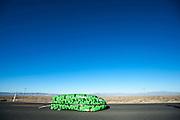 Dave Sianez in de Big Nose Pete. In Battle Mountain (Nevada) wordt ieder jaar de World Human Powered Speed Challenge gehouden. Tijdens deze wedstrijd wordt geprobeerd zo hard mogelijk te fietsen op pure menskracht. Ze halen snelheden tot 133 km/h. De deelnemers bestaan zowel uit teams van universiteiten als uit hobbyisten. Met de gestroomlijnde fietsen willen ze laten zien wat mogelijk is met menskracht. De speciale ligfietsen kunnen gezien worden als de Formule 1 van het fietsen. De kennis die wordt opgedaan wordt ook gebruikt om duurzaam vervoer verder te ontwikkelen.<br /> <br /> Dave Sianez in the Big Nose Pete. In Battle Mountain (Nevada) each year the World Human Powered Speed Challenge is held. During this race they try to ride on pure manpower as hard as possible. Speeds up to 133 km/h are reached. The participants consist of both teams from universities and from hobbyists. With the sleek bikes they want to show what is possible with human power. The special recumbent bicycles can be seen as the Formula 1 of the bicycle. The knowledge gained is also used to develop sustainable transport.