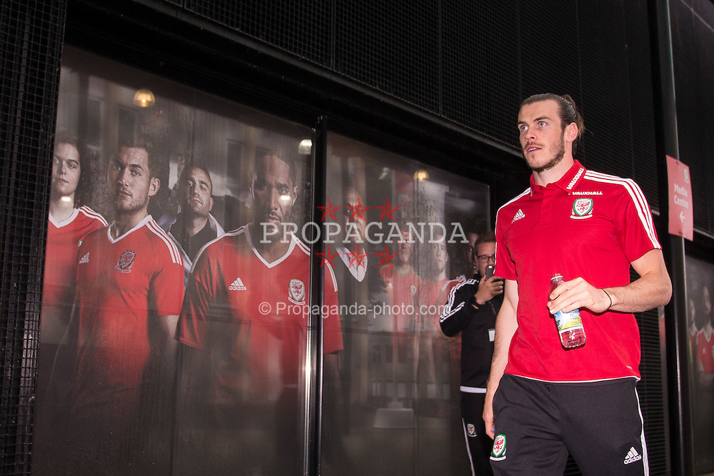 DINARD, FRANCE - Thursday, June 23, 2016: Wales' Gareth Bale walks into the media centre ahead of a press conference at their base in Dinard as they prepare for the Round of 16 match during the UEFA Euro 2016 Championship. (Pic by Paul Greenwood/Propaganda)