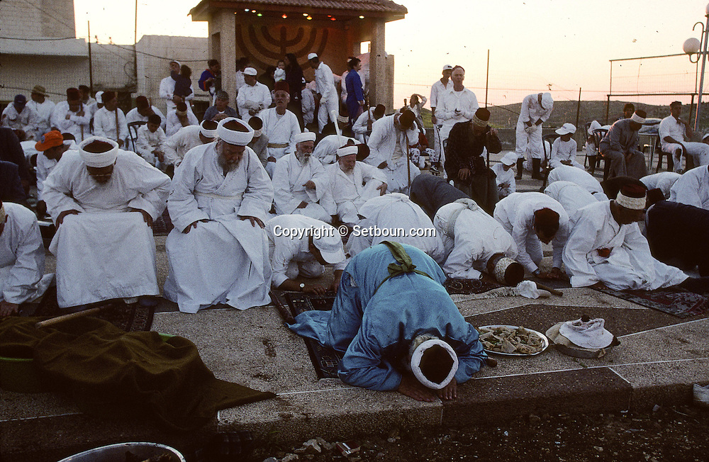 "= the  priest The Samaritans during Pessah  , passover, Easter, sacrifice on Mount Gerizim, near Sekhem    Israel  /// Les Samaritains, sacrifice du mouton pascal  de paques sur le mont  Gerizim (Sekhem)   Israel ; les pretres ""Cohanim"" (Cohen) +"