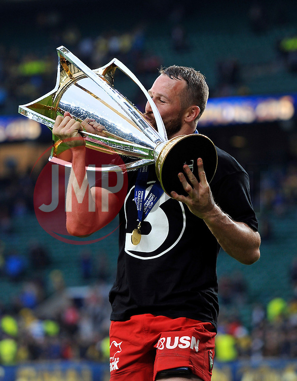 Matt Giteau of Toulon with the European Rugby Champions Cup trophy - Photo mandatory by-line: Patrick Khachfe/JMP - Mobile: 07966 386802 02/05/2015 - SPORT - RUGBY UNION - London - Twickenham Stadium - ASM Clermont Auvergne v RC Toulon - European Rugby Champions Cup Final