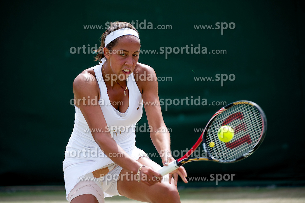 30.06.2011, Wimbledon, London, GBR, WTA Tour, Wimbledon Tennis Championships, im Bild Madison Keys (USA) in action during the Girls' Singles 3rd Round match on day ten of the Wimbledon Lawn Tennis Championships at the All England Lawn Tennis and Croquet Club. EXPA Pictures © 2011, PhotoCredit: EXPA/ Propaganda/ David Rawcliffe +++++ ATTENTION - OUT OF ENGLAND/UK +++++