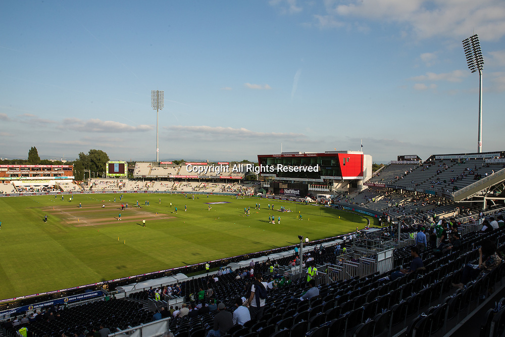 07.09.2016. Old Trafford, Manchester, England. Natwest International T20 Cricket. England Versus Pakistan. The sun is shining over Old Trafford as the teams warm up.