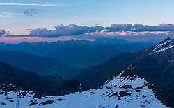 THEMENBILD, die Krefelder Hütte des deutschen Alpenvereins bei Sonnenuntergang mit dem umliegenden Bergpanorama, aufgenommen am 18.05.2017, Kitzsteinhorn, Kaprun, Österreich // The Krefeld hut of the German Alpine Club at sunset with the surrounding mountain panorama at the Kitzsteinhorn Glacier in Kaprun, Austria on 2017/05/18. EXPA Pictures © 2017, PhotoCredit: EXPA/ JFK