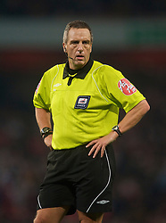 LONDON, ENGLAND - Wednesday, October 28, 2009: Referee Alan Wiley takes charge of Arsenal versus Liverpool during the League Cup 4th Round match at Emirates Stadium. (Photo by David Rawcliffe/Propaganda)
