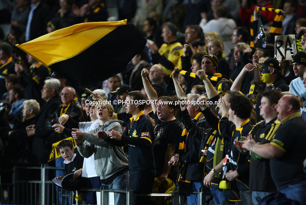 Wellington fans celebrate.<br /> Air NZ Cup, Ranfurly Shield match, Auckland v Wellington, Eden Park, Auckland, Saturday 20 September 2008. Photo: Renee McKay/PHOTOSPORT