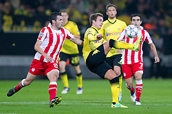 01.11.2011, Signal Iduna Park, Dortmund, GER, UEFA Champions League, Vorrunde, Borussia Dortmund (GER) vs Olympiacos Piraeus (GRE), im Bild Zweikampf Pablo Orbaiz (#31 Piraeus) - Mario Goetze / Götze (#11 Dortmund) // during Borussia Dortmund (GER) vs Olympiacos Piraeus (GRE) at Signal Iduna Park, Dortmund, GER, 2011-11-01. EXPA Pictures © 2011, PhotoCredit: EXPA/ nph/  Kurth       ****** out of GER / CRO  / BEL ******