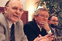 "31 MAR 2000, BERLIN/GERMANY:<br /> Dr. Stephan Holthoff-Pförtner, Rechtsanwalt von Helmut Kohl, nach einer Pressekonferenz ""Hat sich unser Mandant, Herr Bundesknazler a. D. Dr. Helmut Kohl, durch sein Verhalten in der Parteispendenaffäre strafbar gemacht?"", Four Seasons Hotel <br /> IMAGE: 20000331-01/01-37<br /> KEYWORDS: Stephan Holthoff-Pfoertner"