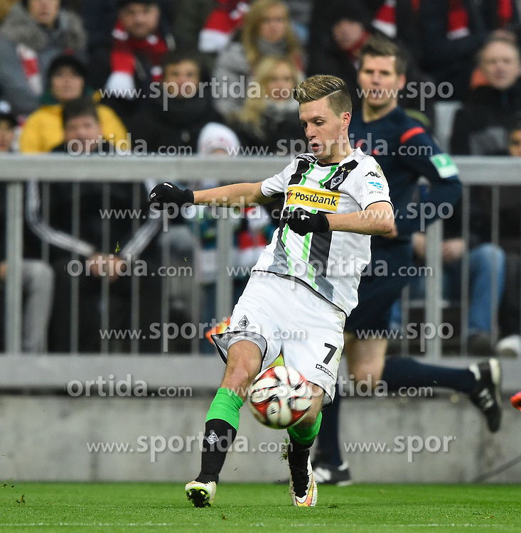 22.03.2015, Allianz Arena, Muenchen, GER, 1. FBL, FC Bayern Muenchen vs Borussia Moenchengladbach, 26. Runde, im Bild Patrick Herrmann Borussia Moenchengladbach gibt Assist Vorlage zu Tor 0:1 // during the German Bundesliga 26th round match between FC Bayern Munich and Borussia Moenchengladbach at the Allianz Arena in Muenchen, Germany on 2015/03/22. EXPA Pictures &copy; 2015, PhotoCredit: EXPA/ Eibner-Pressefoto/ Weber<br /> <br /> *****ATTENTION - OUT of GER*****