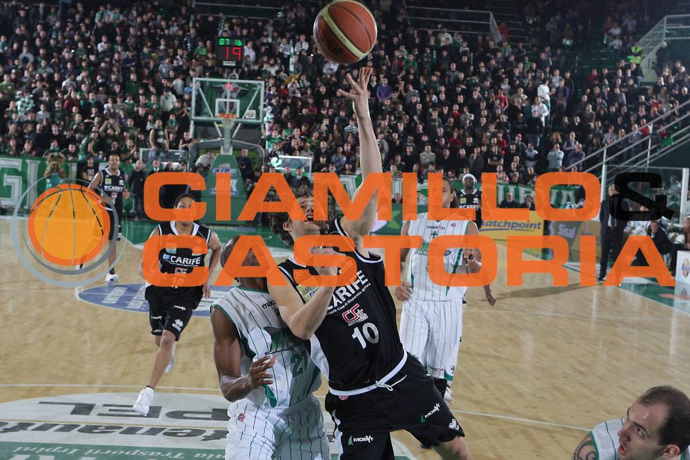 DESCRIZIONE : Avellino Lega A 2009-10 Air Avellino Carife Ferrara<br /> GIOCATORE : Jackson Luke<br /> SQUADRA : Carife Ferrara<br /> EVENTO : Campionato Lega A 2009-2010 <br /> GARA : Air Avellino Carife Ferrara<br /> DATA : 14/11/2009<br /> CATEGORIA : tiro<br /> SPORT : Pallacanestro <br /> AUTORE : Agenzia Ciamillo-Castoria/G.Ciamillo<br /> Galleria : Lega Basket A 2009-2010 <br /> Fotonotizia : Avellino Campionato Italiano Lega A 2009-2010Air Avellino Carife Ferrara<br /> Predefinita :