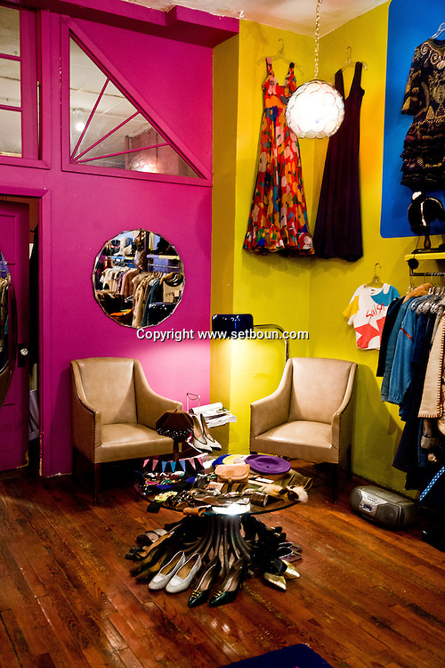 New York. Marmelade shop in Lower east side, clothes shop in Ludlow street, lower east side trendy area  New York - United states  /  chez Marmelade dans Lower East Side plus années 50 (172 Ludlow St. www.marmeladevintage.com), lower east side quartier branche  New York - Etats-unis  /