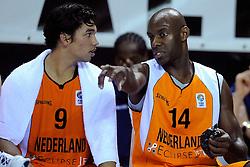13-09-2008 BASKETBAL: NEDERLAND - IJSLAND: ALMERE<br /> De Nederlandse basketballers hebben hun tweede zege geboekt voor het ek van 2009 in de B-divisie. Oranje versloeg IJsland in almere met 84-68 / Francisco Elson en Arvin Slagter<br /> ©2008-WWW.FOTOHOOGENDOORN.NL