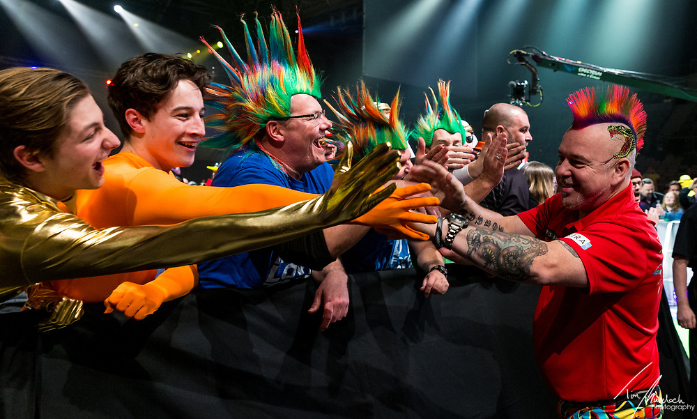 MELBOURNE, Australia - Saturday 19 August 2017:  Peter Wright engages with fans during the quarter finals of the Unibet Melbourne Dart Masters at Hisense Arena on Saturday 19 August 2017.<br /> <br /> <br /> Photo Credit: Tim Murdoch/Tim Murdoch Photography