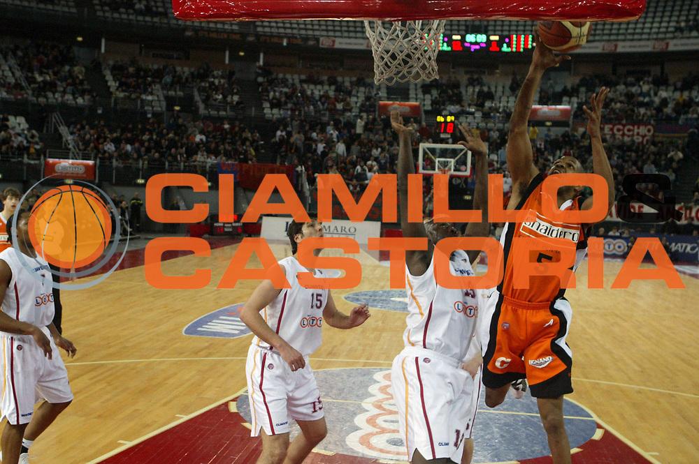 DESCRIZIONE : Roma Lega A1 2005-06 Lottomatica Virtus Roma Snaidero Udine <br /> GIOCATORE : Allen <br /> SQUADRA : Snaidero Udine <br /> EVENTO : Campionato Lega A1 2005-2006 <br /> GARA : Lottomatica Virtus Roma Snaidero Udine <br /> DATA : 11/02/2006 <br /> CATEGORIA : Tiro <br /> SPORT : Pallacanestro <br /> AUTORE : Agenzia Ciamillo-Castoria/G.Ciamillo