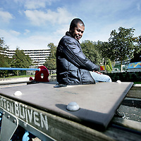 Nederland, Amsterdam , 9 oktober 2009..Glen is toezichthouder van kinderspeelplaats Winkelcentrum Kraaiennest in Amsterdam Zuidoost in de K-Buurt van Amsterdam Zuid Oost...Glen is supervisor of the playground of the shopping mall Kraaiennest (Crows Nest) in the K-Area in Amsterdam  South-East.