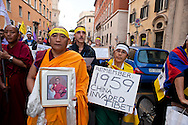 Roma 23 Ottobre 2010.Marcia Internazionale per la Libertà dei popoli Birmano, Iraniano, Tibetano, Uyghuro..Rome October 23,2010.Marcia International Freedom of the people of Burma, Iran, Tibetan, Uyghur