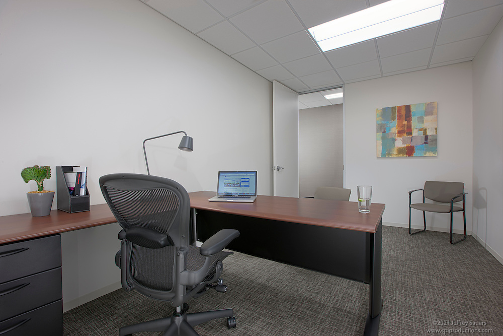 Business Suites Towson Interior Office Image by Jeffrey Sauers of Commercial Photographics