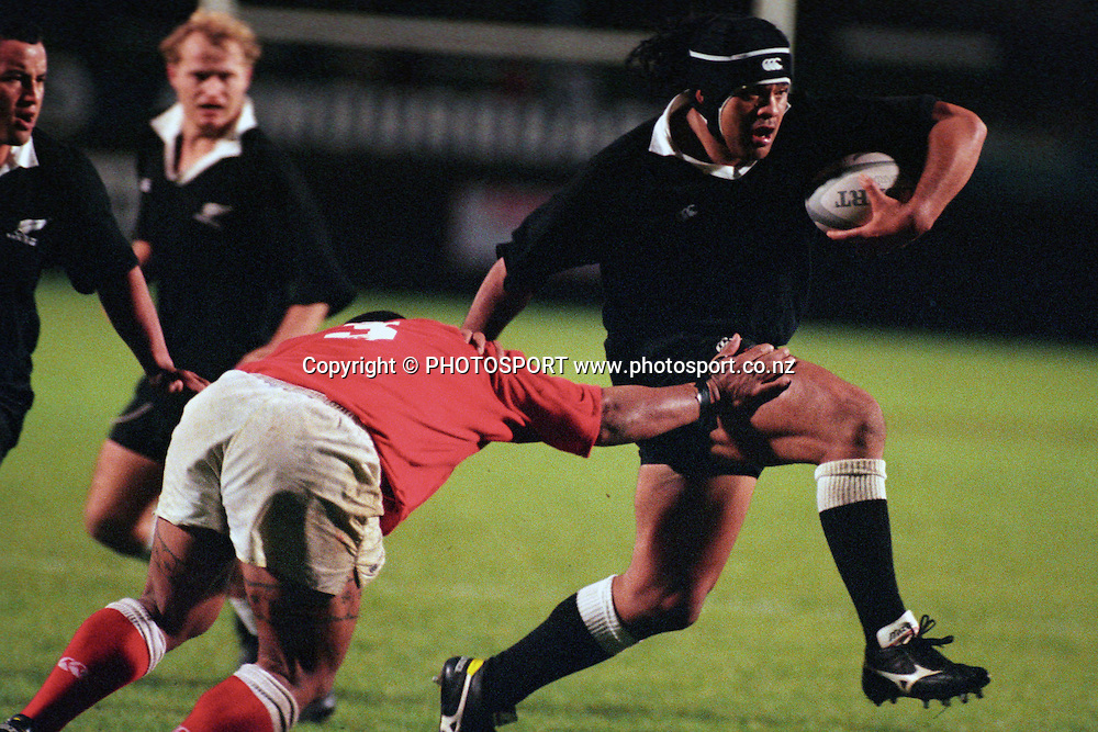 Norman Berryman in action. NZ Maori v Tonga 1998. Maori Rugby, Rugby Union. PHOTOSPORT