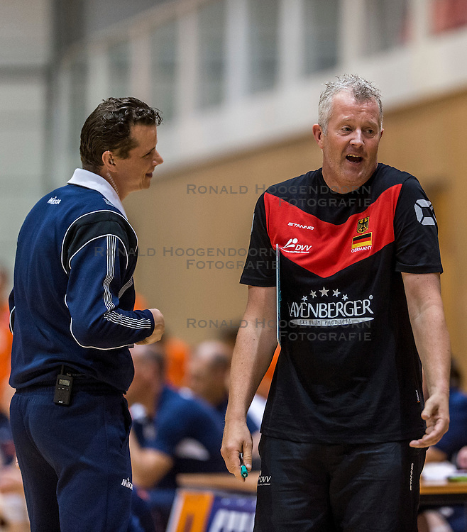 05-06-2016 NED: Nederland - Duitsland, Doetinchem<br /> Nederland speelt de laatste oefenwedstrijd ook in  Doetinchem en speelt gelijk 2-2 in een redelijk duel van beide kanten / Coach Vital Heijnen was het vaak niet eens met de scheidsrechters