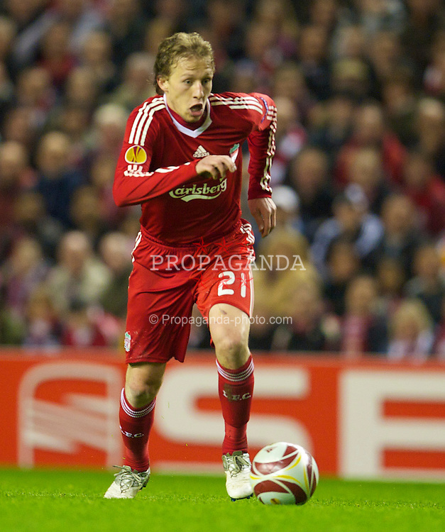 LIVERPOOL, ENGLAND - Thursday, April 8, 2010: Liverpool's Lucas Leiva in action against Sport Lisboa e Benfica during the UEFA Europa League Quarter-Final 2nd Leg match at Anfield. (Photo by: David Rawcliffe/Propaganda)