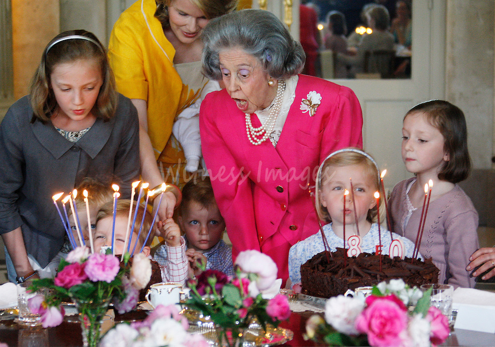 Belgium's Queen Fabiola (C) blows out candles on her birthday cake during her 80th birthday party at Laeken Royal Palace in Brussels June 3, 2008.   REUTERS/Thierry Roge       (BELGIUM)
