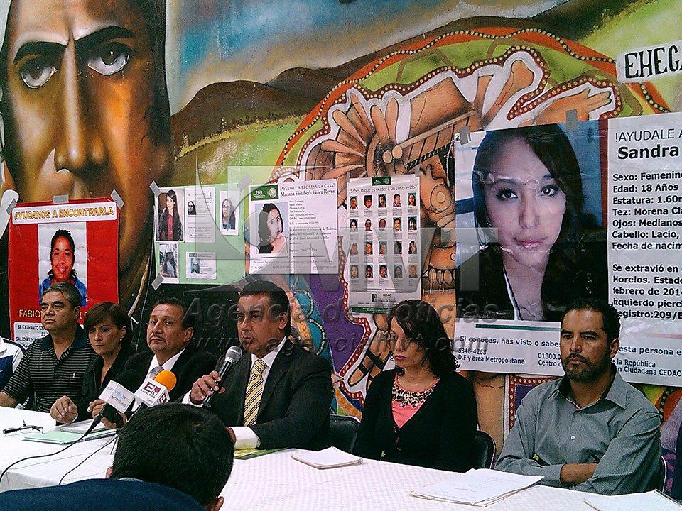 Ecatepec, México.- Octavio Martínez Vargas, diputado local del PRD en conferencia de prensa presento un par de audios, en los que se reconoce que el área desazolvada en el  Gran Canal fueron encontrados restos de varias personas, estuvo acompañado de padres de varias menores desaparecidas en Ecatepec y Tecámac.  Agencia MVT / Luis Ayala
