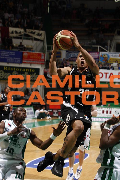 DESCRIZIONE : Siena Lega A 2008-09 Montepaschi Siena Eldo Caserta<br /> GIOCATORE : Guillermo Diaz<br /> SQUADRA : Eldo Caserta<br /> EVENTO : Campionato Lega A 2008-2009 <br /> GARA : Montepaschi Siena Eldo Caserta<br /> DATA : 19/04/2009<br /> CATEGORIA : penetrazione tiro<br /> SPORT : Pallacanestro <br /> AUTORE : Agenzia Ciamillo-Castoria/E.Castoria<br /> Galleria : Lega Basket A1 2008-2009<br /> Fotonotizia : Siena Campionato Italiano Lega A 2008-2009 Montepaschi Siena Eldo Caserta<br /> Predefinita :