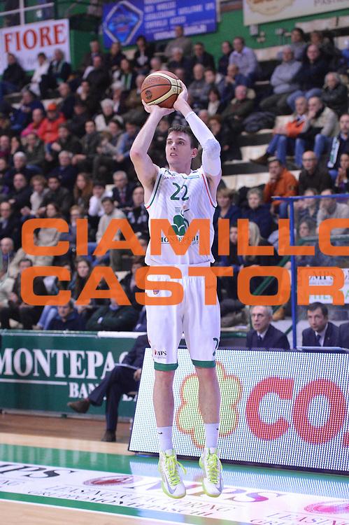 DESCRIZIONE : Siena Lega A 2012-13 Montepaschi Siena Vanoli Cremona<br /> GIOCATORE : Matt Janning<br /> CATEGORIA : three points<br /> SQUADRA : Montepaschi Siena<br /> EVENTO : Campionato Lega A 2012-2013 <br /> GARA :  Montepaschi Siena Vanoli Cremona<br /> DATA : 10/12/2012<br /> SPORT : Pallacanestro <br /> AUTORE : Agenzia Ciamillo-Castoria/GiulioCiamillo<br /> Galleria : Lega Basket A 2012-2013  <br /> Fotonotizia : Siena Lega A 2012-13 Montepaschi Siena Vanoli Cremona<br /> Predefinita :