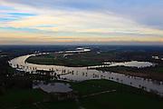 Nederland, Limburg, Well, 15-11-2010; Maashaven en hoogwater, gezien naar het Noorden, met rechts watersportgebied 't Leukemeer ..High water, towards the North and water area 't Leukermeer(r)..luchtfoto (toeslag), aerial photo (additional fee required).foto/photo Siebe Swart